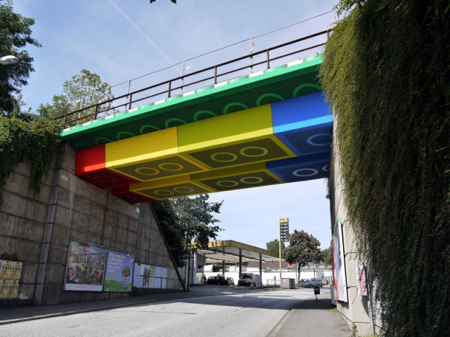 giant-lego-bridge-
