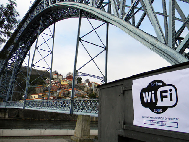 """Free internet in Oporto"" by Fra Biancoshock."