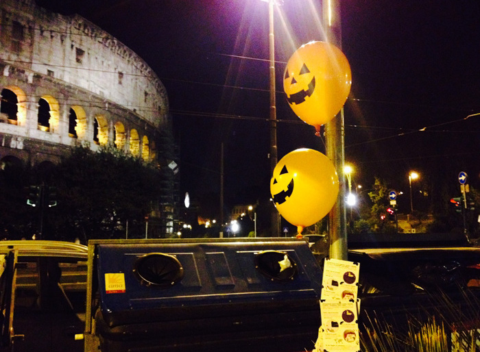 Self Gift Balloons on The Street – Happy Halloween by Moode Stickers (Guerrilla-Roma)