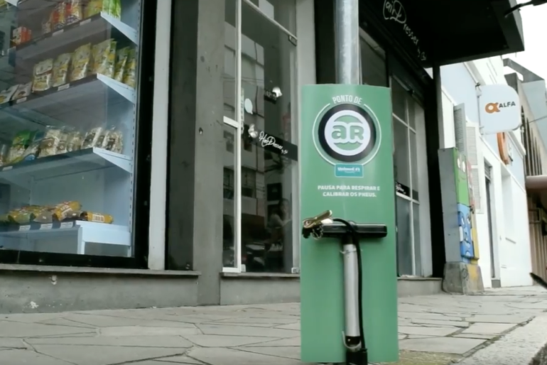 Bike Pit Stop – Ambient Marketing & Social Campaign by Portal Nacional de Saúde