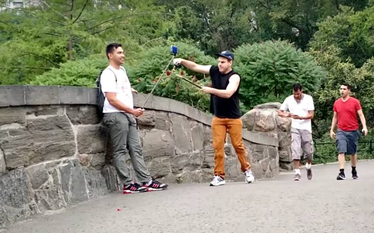 SELFIE STICKS DESTROYED IN NEW YORK – PRANK