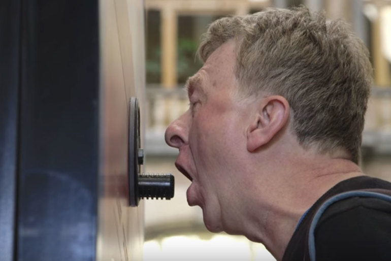The Brutally Honest Breath Meter – Ambient Marketing by Frisk
