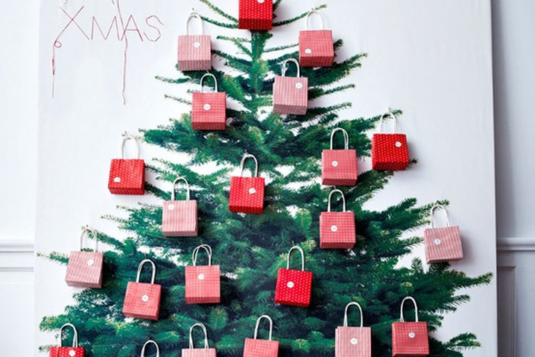 2D Xmas Tree by Ikea – A creative low Budget Idea