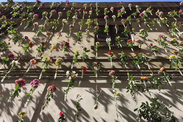 2,000 Flowers Cascades Down a Building in Milan – Art by Piuarch