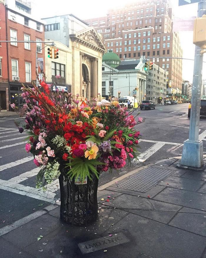 trash-cans-flowers-guerrilla-marketing0