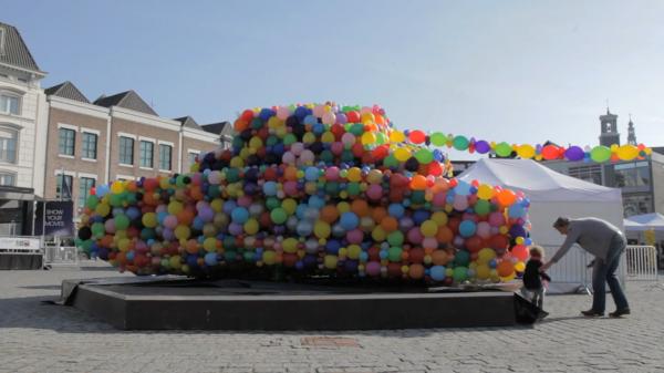 balloon-tank-brussels-war-child