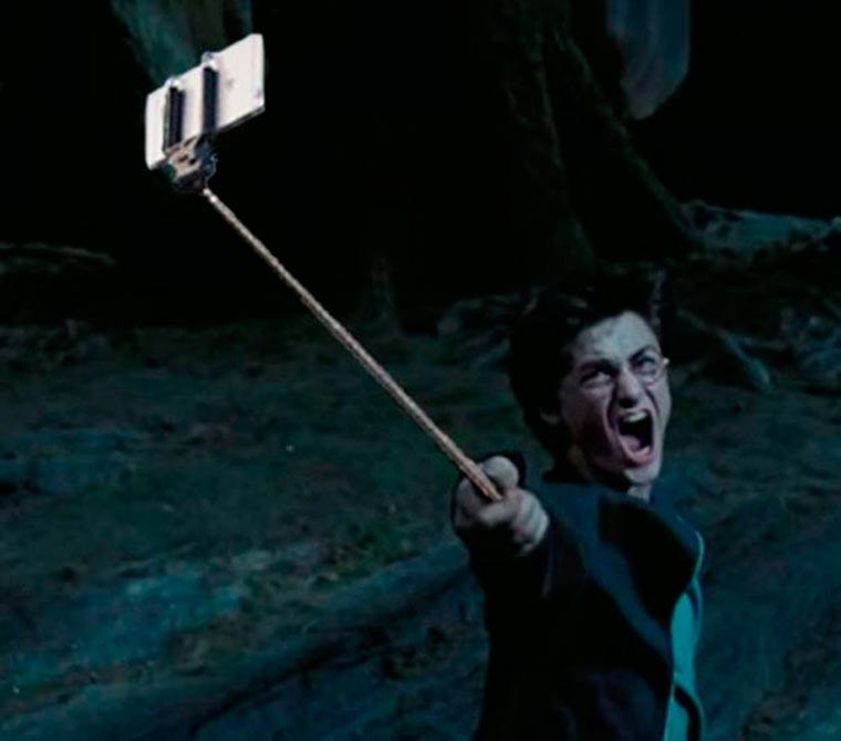 Guns-Replaced-with-Selfie-Sticks-2