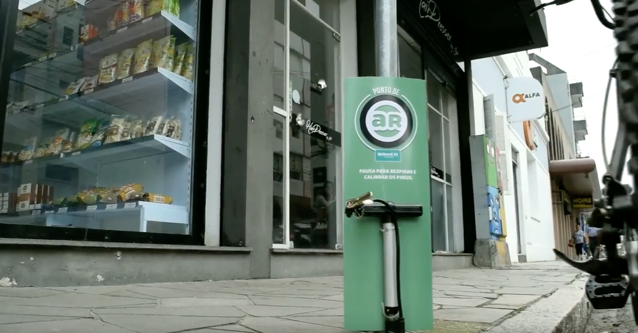 Bike Pit Stop - Ambient Marketing & Social Campaign by Portal Nacional de Saúde